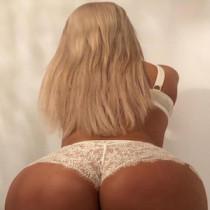 Anais Sparkles Smooci model