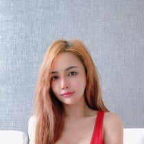 Ayomi Smooci model