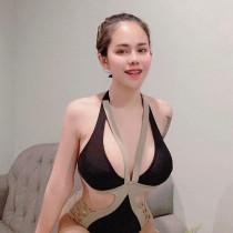 Grace Smooci model