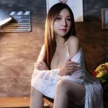 Hala Smooci model