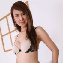 Hazel Smooci model
