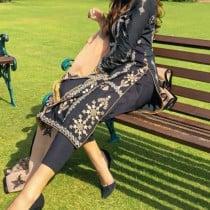 Rushna Smooci model