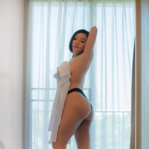 Suzy Smooci model